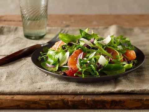 经痛要避免吃这4大类食物!必戒凉性水果,烹煮蔬菜时加入有助中和寒性