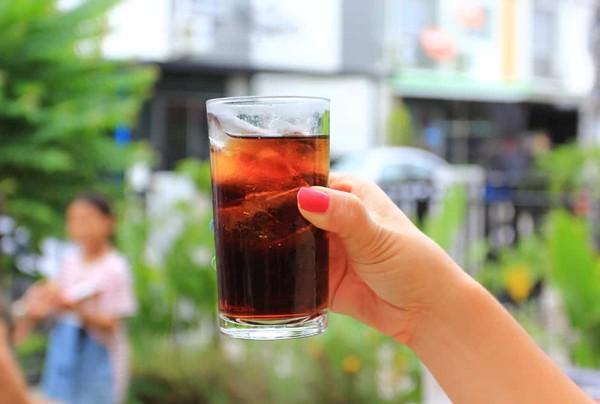 夏日消暑凉饮弊大于利!专家破解3错误迷思咖啡、茶不能取代水